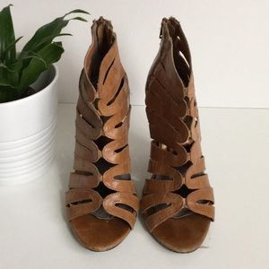 Steve Madden Tan Ankle Boot Size 5.5